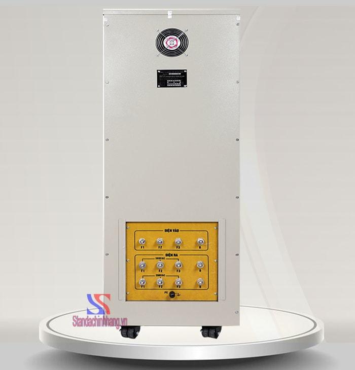 Ảnh mặt sau của ổn áp 3 pha 150kva thương hiệu Standa dải điện 160v đến 430v